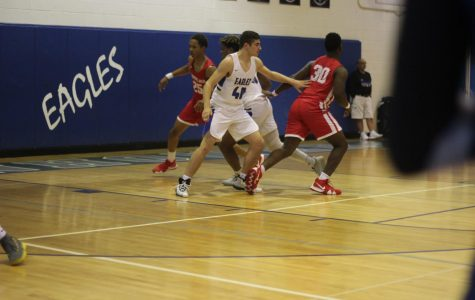 Varsity basketball team faces loss against Chippewa Valley