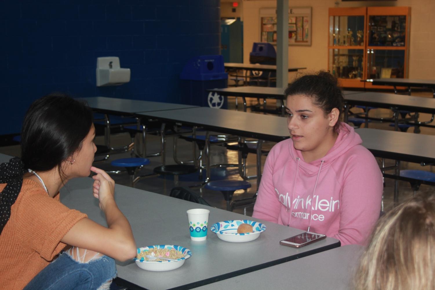 New students meet and talk to each other over breakfast.